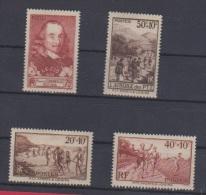 FRANCE // Lot De Timbres //  NEUFS Avec Traces De Charnières - Unused Stamps