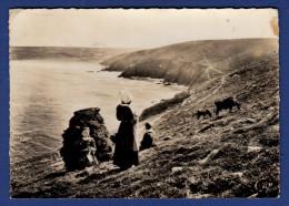 29 CLEDEN-CAP-SIZUN Tricoteuses à La Pointe Du Raz Et Baie Des Trépassés ; Chevaux - Animée - Cléden-Cap-Sizun