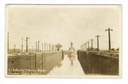 PANAMA  /  U.S.  BATTLESHIP  ENTERING  MIDDLE  CHAMBER , GATUN  LOCKS  ( Navire De Guerre Américain, Canal, Phare ) - Panama