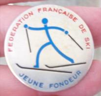 SKI : Ancien Insigne De La Fédération Française De Ski -  JEUNE FONDEUR - Insegne