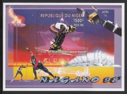 Niger MNH Scott #919 Souvenir Sheet 1500fr Downhill Skiing - 1988 Winter Olympics Nagano - Niger (1960-...)
