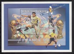 Niger MNH Scott #932 Souvenir Sheet 1500fr Soccer Player - France '98 World Cup Soccer Championships - Niger (1960-...)