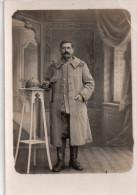 Carte Photo , Militaire Poilus , Au Dos Ecrit Souvenir De Guerre Et D'exil - Régiments