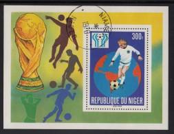 Niger Used Scott #442 Souvenir Sheet 300fr Soccer Player, Globe - 11th World Cup Soccer Championship Argentina - Niger (1960-...)