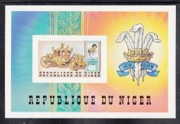 Niger MNH Scott #551 Imperf Souvenir Sheet 400fr Charles And Diana, Coach - Royal Wedding - Niger (1960-...)
