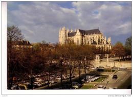 NANTES  -  Vue Sur La Cathédrale Saint Pierre  XVè S. Et Le Cours Saint André Orné  Statues De Du Guesclin Et De Clisson - Nantes