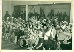 Grote Oude Schoolfoto - Carnavalfeest Met Kinderen - Size 13 Cm X 18 Cm - Jaren 50 Of 60 In Goede Staat - Anonyme Personen