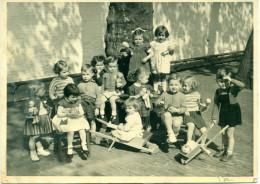 Grote Oude Schoolfoto - Kinderen Met Speelgoed - Size 13 Cm X 18 Cm - Jaren 50 Of 60 In Goede Staat - Personnes Anonymes