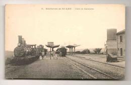 ENVIRONS DE SAINT LEU GARE DE DAMESME  LA GARE ANIMEE TRAIN LOCOMOTIVE TBE - France