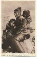 Cap York Femme Et Bébé Dans L' Amaut Kvinde Med Sit Barn L Amaut Photo Thomsen Eskimos - Groenlandia