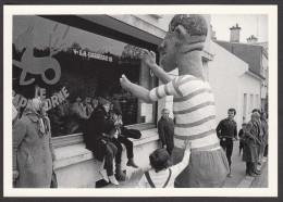 CPM - HENNEBONT - Yvon KERVINIO - Grosse Tête Pendant Le Défilé - 1982 - Hennebont