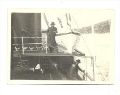 Photo, Personnes sur un bateau - dim : Env. 8.7 cm x 6.5 cm