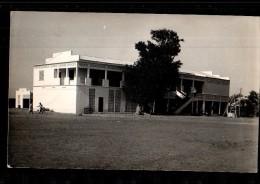 XX *** A LOCALISER *** Carte Photo, Ecole, Collège, Pensionnat, Dortoir, Réfectoire, Afrique, 194? - A Identifier