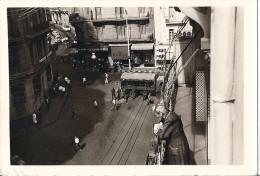 """ALGER-1961- CAMION ET MILITAIRES BLOQUENT RUE DU BAR """"CYRNOS""""   VUE D'UN IMMEUBLE 13X 9 CM - Luoghi"""