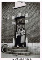 HOUYET 27 Juillet 1939 Paulette DUBASIN Et Sa Cousine Pauline Devant Le Café Des Roches? - Lieux