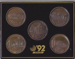 Série 5 Médailles Pavillons Expo Sevilla 1992, En Présentoir Sous Film + Pochette - Obj. 'Souvenir De'