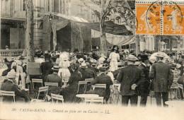 61     VALS  LES  BAINS    -    CONCERT  EN  PLEIN  AIR  AU  CASINO - Vals Les Bains