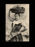 29 - CONCARNEAU - Costumes - Coiffes - Concarneau