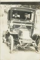 BELLE CARTE PHOTO ANCIENNE VOITURE ( TACOT A IDENTIFIER ) AVEC CHAUFFEUR PRISE PLACE DES VOSGES A PARIS EN 1910 - Non Classés