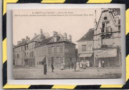 CREPY-EN-VALOIS. - . PLACE DU PAON - SUR LA GAUCHE MAISON INCENDIEE ACCIDENTELLEMENT PAR LES ALLEMANDS - Crepy En Valois