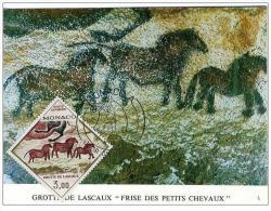 24 GROTTE DE LASCAUX - FRISE DES PETITS CHEVAUX - TIMBRE DE MONACO - CARTE MAXIMUN 1970 - Maximumkaarten