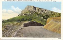 WYOMING: POSTCARD STEAMBOAT ROCK ON SHERIDAN-LOVELL-GRAYBULL ROAD OVER THE BIG HORN MOUNTAINS.GECKO. - Etats-Unis