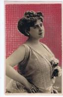 Rita Leon , Artiste 1900 , Peinture Pailletée Genre Mosaïque , Photo Reutlinger - Entertainers