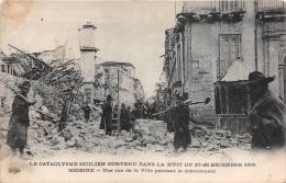 MESSINE  - Le Cataclysme Sicilien Survenu Dans La Nuit Du 27 - 28 Décembre 1908 - Une Rue Pendant Le Déblaiement - Italia