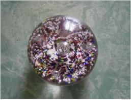 D22 - SULFURE - PRESSE PAPIER - Multitude De Grains Multicolore - Vidrio & Cristal