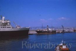 P59 - Paquebot - vieux navire cargo - remorqueur Marseille 1964 - diapositive photo