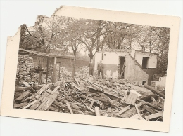PHOTO - Demolished House - Men - Objetos