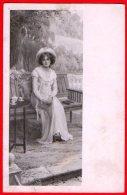 [DC6339] BELLA CARTOLINA - DONNA SU PANCHINA - PRIMI NOVECENTO - Viaggiata 1909 - Old Postcard - Femmes