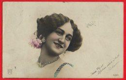 [DC6344] CARTOLINA FOTOGRAFICA - MODA - DONNA ORECCHINI COLLANA - Viaggiata 1905 - Old Postcard - Moda