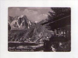 Cartolina Morgex - Pensione Pensione Bellevue. Sfondo Grandes Jorasses. Anni'50/'60 - Italy