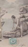 CPA Colorisée  NU  Jolie Jeune  FEMME à La MER  Maillot De BAINS  Décolleté Plongeant  JAMBES CUISSES MODE 1904 - Nus Adultes (< 1960)