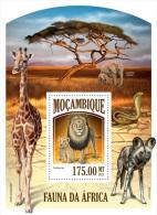 m13430b Mozambique 2013 Fauna Elephant Giraffe  Snkae Dog Lion s/s