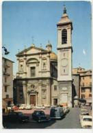 NICE - Place Rossetti. - Cathédrale Sainte-Réparate. Voitures Années 60 , Dauphine, 4L, 403 Etc...    CPM - Monuments