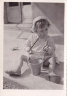 Photo Enfant Jouant Avec Un Seau - Après Un été Sans Soleil Un Bon Hiver Grâce à LIVEROIL Suppositoires - Advertising