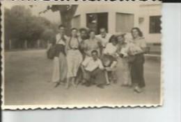 GRUPO DE HOMBRES Y MUJERES  PEQUEÑA FOTOGRAFIA    OHL - Luoghi