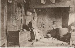 PERROS-GUIREC (22) - Cuisine - Tradition : Intérieur Breton - Le Lit Clos Et L´âtre (préparation Du Repas) - Perros-Guirec