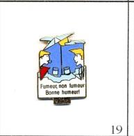 Pin´s  Tourisme - Vittel / Fumeur, Non Fumeur, Bonne Humeur ! Est. Starpin's. EGF. T085-19 - Villes