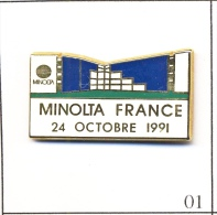Pin´s  Photographie - Minolta France / 24 Octobre 1991. Est. Sofrec. Zamac. T086-01 - Photography