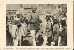 INDE AJMAR LE MAHARADJAH VISITE UNE ECOLE TENUE PAR LES SOEURS DE STE MARIE DES ANGES D'ANGER - India