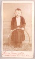Photo CDV. Enfant Et Cerceau. Braine-le-Comte. Foto Immerechts. 24 Oct.1899. Bauthier Albert Né En 1897. - Photos