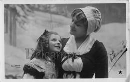 Femme Et Fillette - Paysane, Neige, - Photo Stebbing Paris - Woman And Girl - Paysane, Snows - Femmes