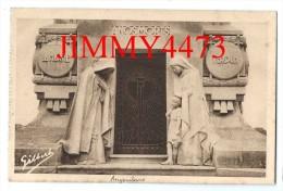 CPA N°2048 - A.G.A. ANGOULEME 16 Charente - Le Monument Aux Morts 1914 - 1918 - Bas Reliefs - Edit. A. Gilbert - Monumentos A Los Caídos
