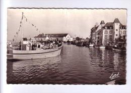 44 LE CROISIC Bâteau De Pêche Pavoisé Au Port   CPSM - Le Croisic
