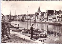 44 LE CROISIC  Le Port     Pêcheur à La Ligne    CPSM  Années 50 - Le Croisic