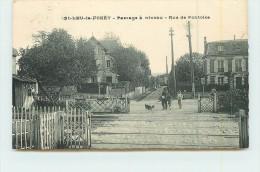 SAINT LEU LA FORET  - Passage à Niveau, Rue De Pontoise (carte Vendue En L'état) - Saint Leu La Foret