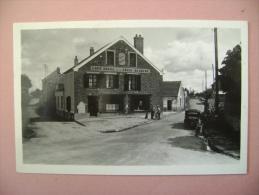 CARTE PHOTO MAUREPAS PLACE DE LA CROIX BLANCHE - ECRITE EN 1954 - Maurepas